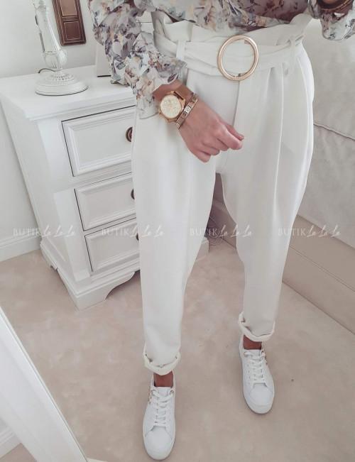 spodnie z wysokim stanem i ze złotą klamrą białe By Me