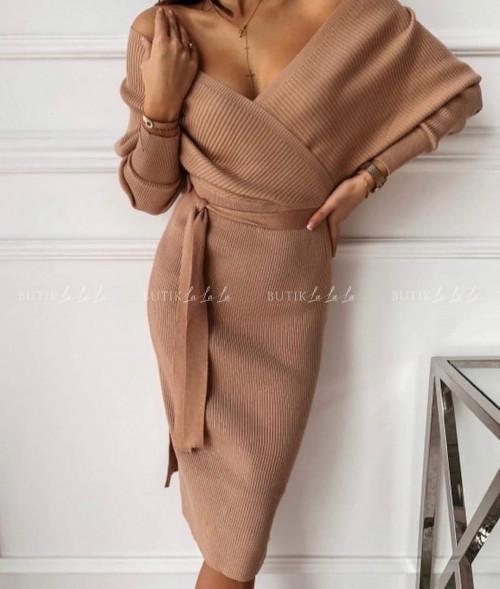 sukienka prążkowana dopasowana z paskiem camelowy Prosecco