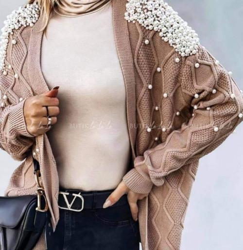 sweterek z perłami kawowy Azaka
