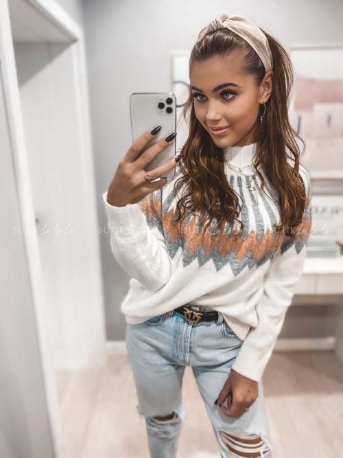 sweter biały z wzorkiem Chain