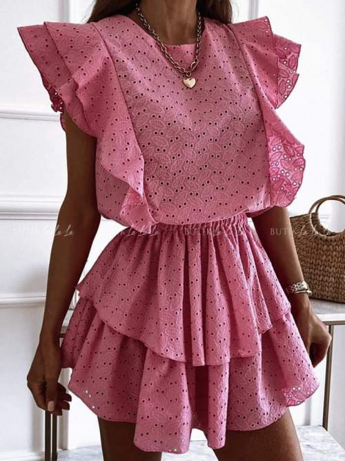 sukienka różowa ażurowa z falbankami Stylia
