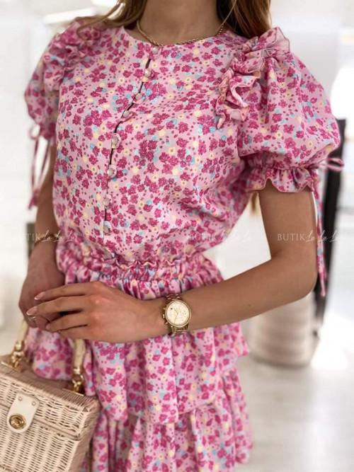 sukienka różowa w kwiatowy print Loe