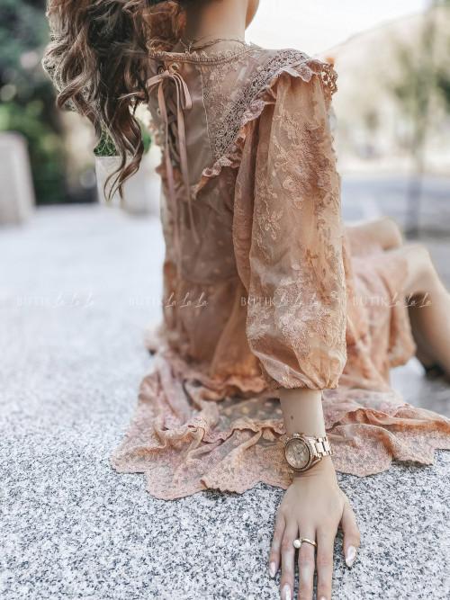 Sukienka boho z delikatnymi falbankami pudrowa Gwen
