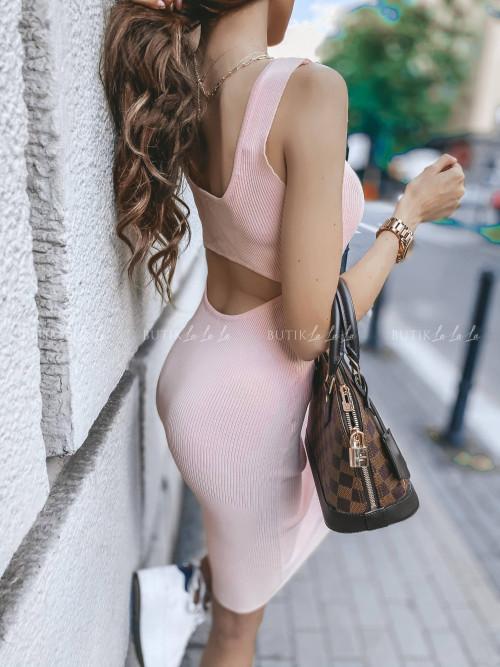 sukienka prążkowana pudrowa Kassi