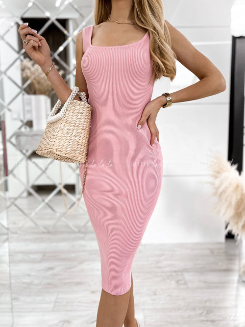 sukienka różowa dopasowana Hass