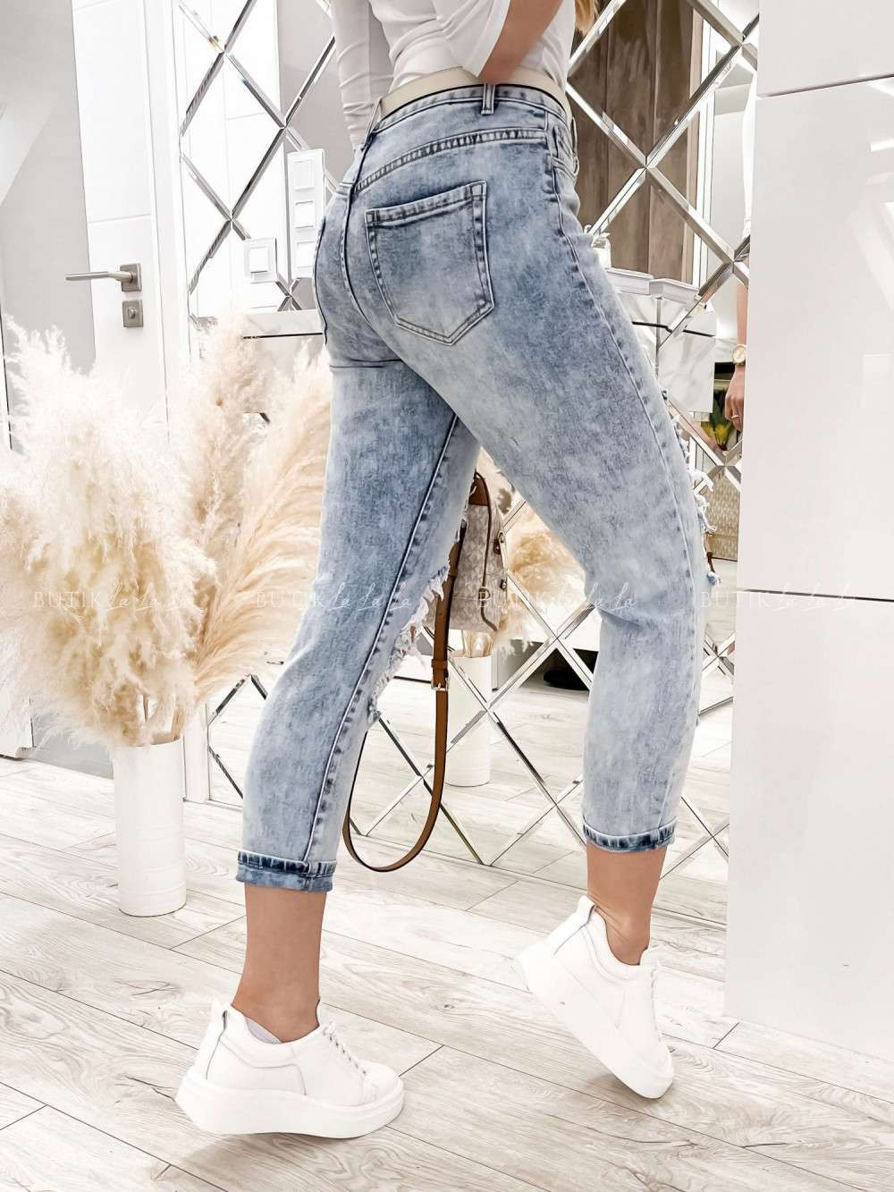 jeansy jasne