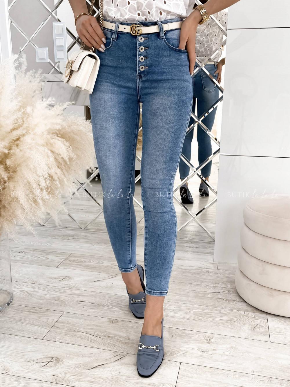 jeansy zwysokim stanem zguzikami