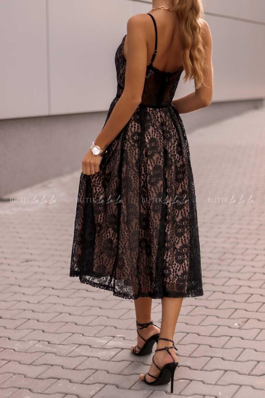 sukienka koronkowa za kolano