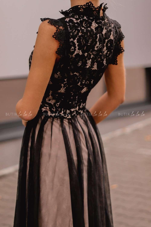 czarna sukienka rozkloszowana ztiulem