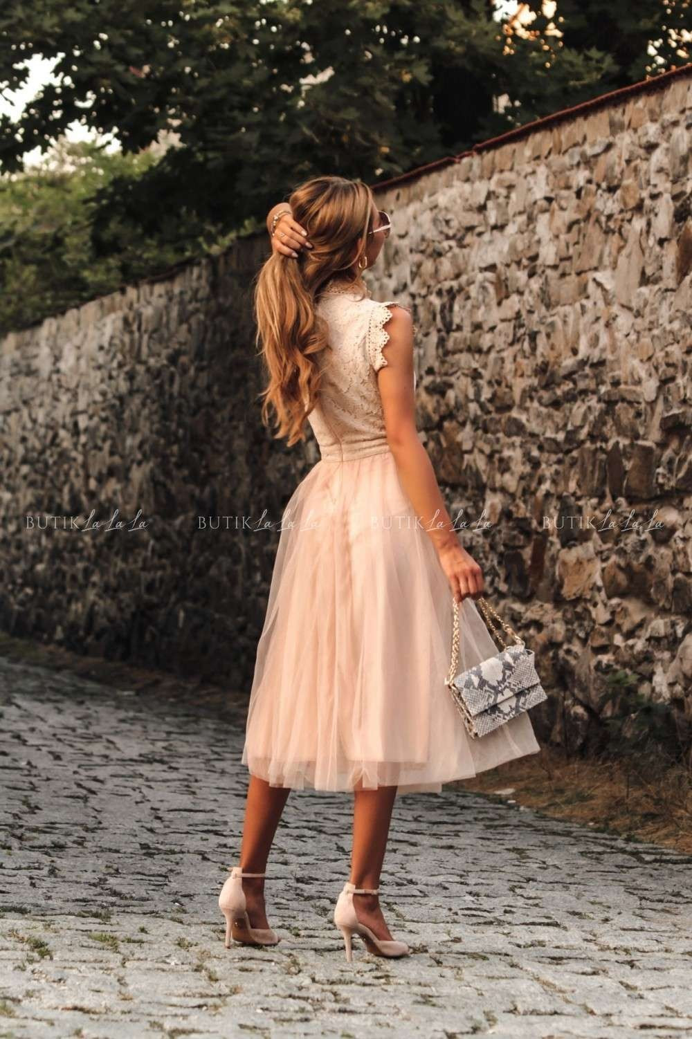 sukienki midi na wesele rozkloszowane
