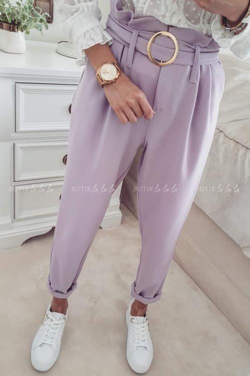 spodnie z wysokim stanem i ze złotą klamrą lilowe By Me