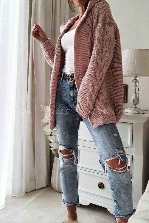 sweter ażurowy z kapturem pudrowwy warkocz
