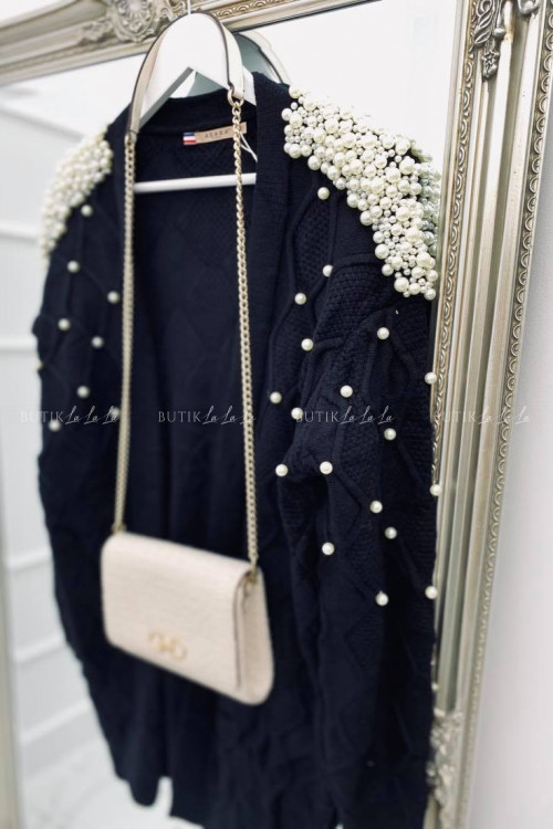 sweterek z perłami czarny Azaka