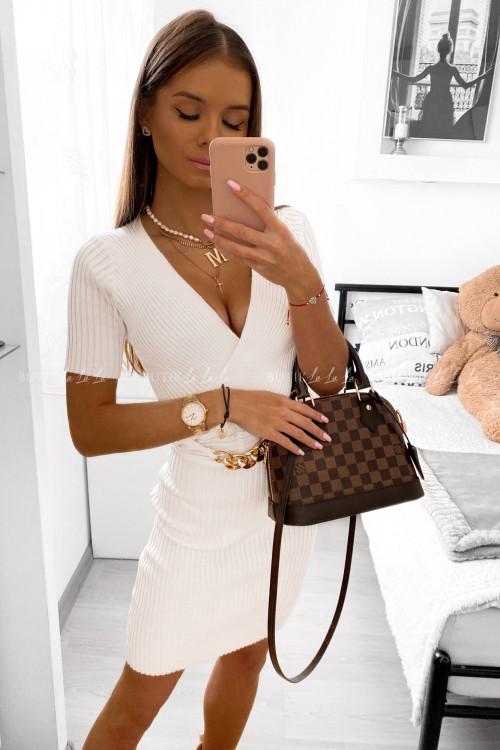Sukienka biała z łańcuchem Samarta