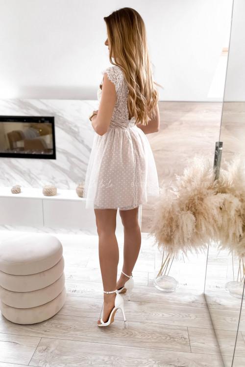 sukienka z koronkowa góra i tiulowym dołem biało-beżowa Servio 7