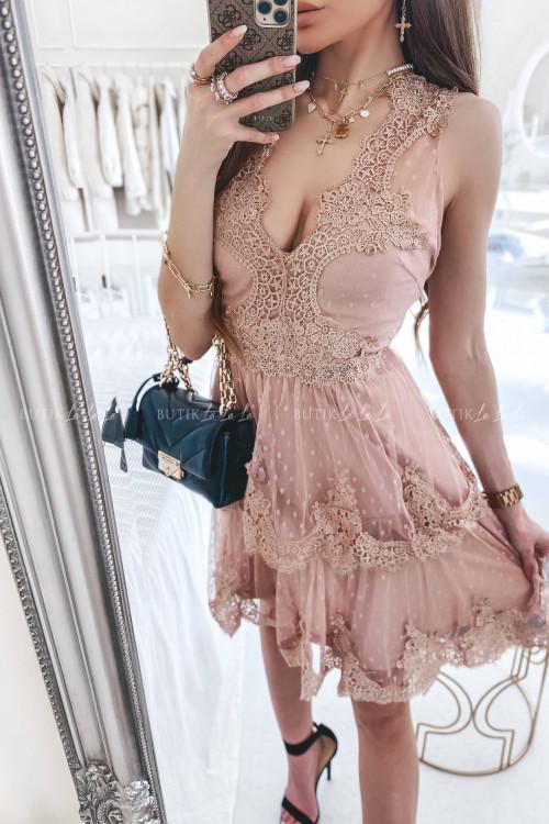 Sukienka w kropki z falbankami i koronką pudrowa Jowita
