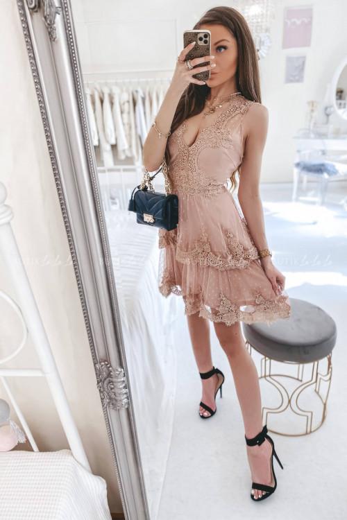 Sukienka w kropki z falbankami i koronką pudrowa Jowita 2
